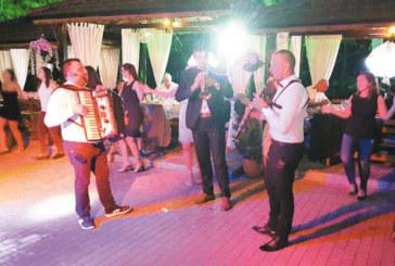 """Оркестър """"Корона"""" гостува тази вечер в хотел-парк """"Бачиново"""""""
