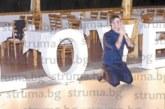 """Влюбена двойка вдигна емоционална сватба, булката изненада младоженеца с огромен светещ надпис """"LOVE"""""""