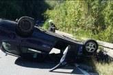 Зрелищна катастрофа! Кола по таван на околовръстното