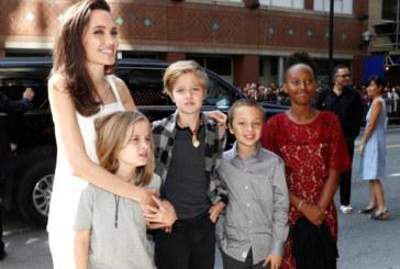Анджелина Джоли се появи с децата си на червения килим