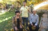 """Халфът на """"Септември"""" /Симитли/ Й. Петров празнува рожден ден при баба си и дядо си в Кресна"""