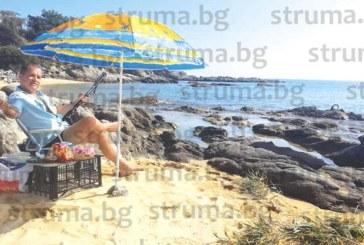 Сандански психолог цял ден замята въдица за октоподи на Неа Парамос, хвана два