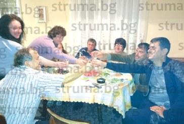 Таксиметров бос събра роднини и приятели в родното си село Долна Градешница на рожден ден