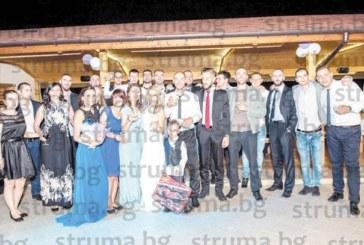 Синът на полицайка, доайен в благоевградското 1-во РУП, поиска ръката на красивата Ваня и вдигна пищна сватба с 200 гости