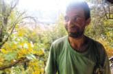 Безработният педагог, доктор по диалектология, Р. Илиев превърна в зелен оазис 3 дка наследствен имот край Кресна, отглежда пчели, билки, плодове и зеленчуци, бори с отвари болести и вредители