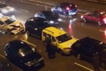 Катастрофа затапи движенито в столицата! 3 коли във верижен сблъсък