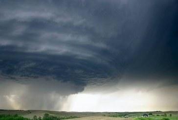 Огромна опасност! Силен ураган връхлита Европа