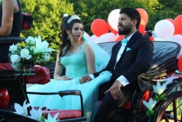 Няма да повярвате какво сложи кумата Галена в плика на младоженците Фики и Гюлджан
