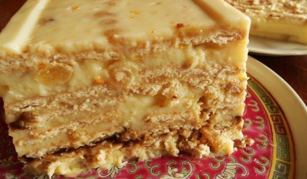 Бисквитена торта с ванилов крем и банани