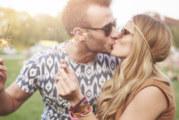 Защо се целуваме с език