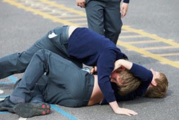 Опасна агресия в училище! 4-ма седмокласници роми пребиха до припадък съученик в междучасието, никой не посмя да ги спре