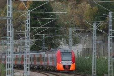 ЦИРК! Влакът Бургас-София отпътува без началничката си, тя го гони с кола