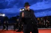 Сексскандалът в Холивуд ескалира! Още 200 жени проплакаха от режисьора Джеймс Тобак