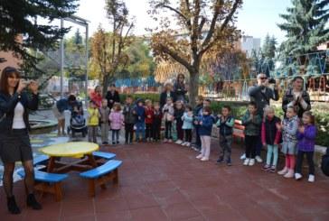 """Символично прерязаха лентата на детска площадка в ДГ №1 """"Ведрица"""""""