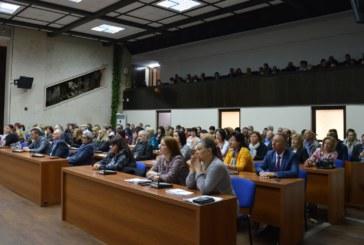 Министърът на образованието Красимир Вълчев и заместник- кметът Христина Шопова се срещнаха с директори на училища и детски градини от Благоевград и региона