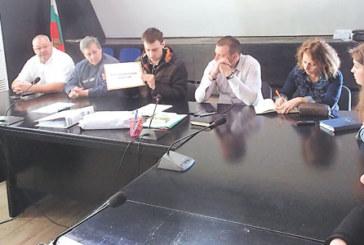 КУРИОЗНО! Отстраниха 9 от 10 фирми, кандидати да санират сградата на община Благоевград срещу 3,330 млн. лв.