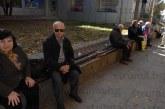 """Първият ключар в Благоевград бай Митко Портарски: Пейките пред """"Била"""" са счупени, няма пешеходни пътеки на улицата към мола и около  пазара"""
