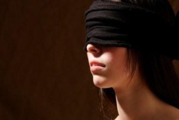 Мъж завърза очите и устата на жена си уж заради изненада, тя протегна ръка и последва кошмар