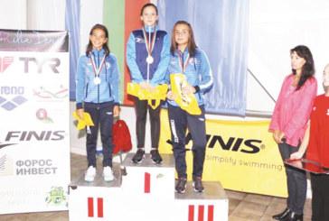 """Ас на ПК """"Вихрен"""" с 4 от 4 в Бургас, благоевградските плувци взеха 11 медала"""