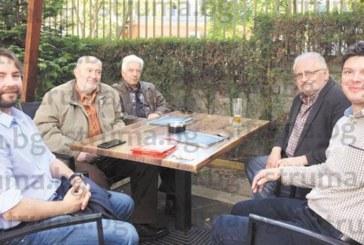 След 17 г. в САЩ възпитаник на НХГ събра в Благоевград учителите си – художниците Ат. Янев, Ж. Янев и Ат. Дафинов