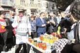 Тикви от село Прибой си купиха от сергиите на Празника на бозата в Радомир посланиците на Албания и Косово