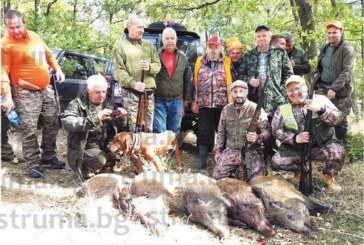 Със снимка с 5 прасета, отстреляни край Траянови врата, съдебният изпълнител Венци Люнгов потопи в завист благоевградските авджии