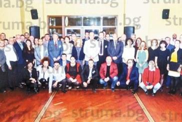 Съдебният лекар в Пиринско д-р Яни Златин съчета служебните задължения със зареждаща  разходка из морската столица Варна