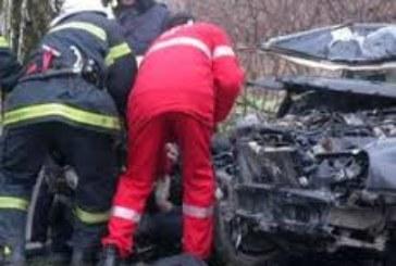 Тежка катастрофа: Пожарникари режат ламарини, има загинал