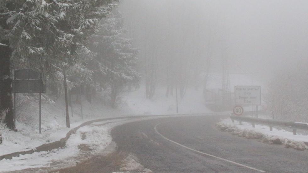 АПИ: Ще вали сняг, не тръгвайте с летни гуми