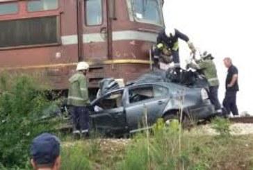 Инцидент на жп прелез! Влак помете кола, има пострадали