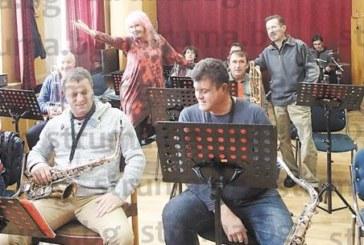 Петя Буюклиева пред struma.bg: И баба Ванга, и Вера Кочовска ми предрекоха, че с бастун може да ходя, но гласът ми няма да се промени