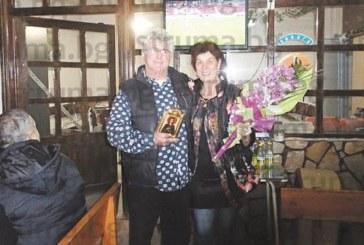 """Съдържател на барче в жк """"Орлова чука"""" нагости с 15 кг мръвки и майсторска ракия съседи и приятели за първата си пенсия"""