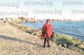 Болничната управителка д-р М. Радойкова съчета служебните задължения със зареждаща разхода на брега на Черно море