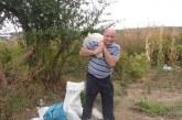 Зам. областният управител на Кюстендил Р. Цветин зареди мазето, готов е да посреща цяла зима приятели