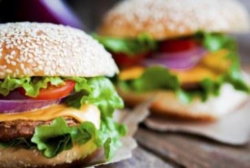Диетоложка съветва: Яжте по два бургера, вместо един с картофи