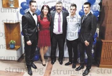 Шефът на благоевградското таекуон-до Д. Петров събра 70 гости за юбилея си, най-големият от тримата му синове се прибра за празника от Англия