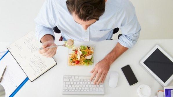 Ако работите седнали пред компютър, яжте тези храни