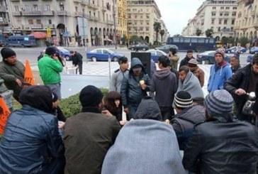 Централният площад на Солун се превърна в сборище на бежанци
