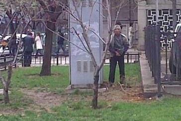 Пиянски изпълнения! Почерпен мъж се облекчи пред полицай и отнесе глоба