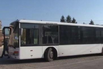 На косъм от голяма трагедия! Автобус пълен с пътници се разпадна в движение