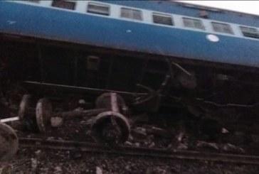 РЕЛСИТЕ ПЛУВНАХА В КРЪВ! Влак дерайлира в Индия, има загинали и ранени
