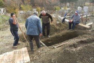 """Синовете на смачкания от вагонетка миньор в """"Ораново"""" не успяха да дойдат на погребението му"""