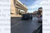 Катастрофа в центъра на Благоевград! Две коли в сблъсък след забранен обратен завой