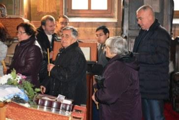 """Неврокопският митрополит отслужи литургия в храм """"Рождество Богородично"""" в Симитли"""
