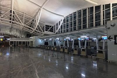 Летището на остров Бали остава затворено