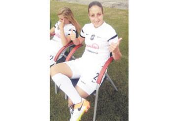 Закотвиха Л. Костова на пейката в Полша, отлепват я на пожар да спасява отбора си