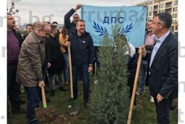 Кметът на Белица Р. Ревански засади дърво на толерантността в Кърджали
