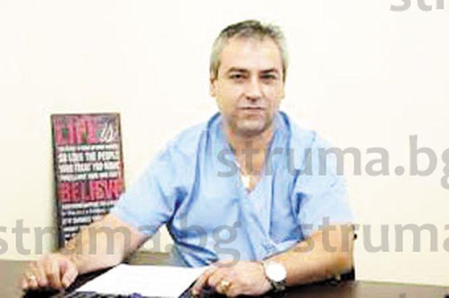 Гастроентерологът д-р Р. Петков прибави още една диплома към лекарската