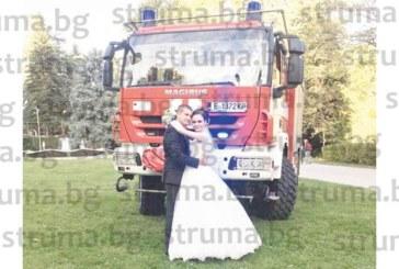 Ресторантьори от Мелник вдигнаха  сватба с 300 гости на сина си, колегите на  младоженеца пристигнаха с пожарен автомобил
