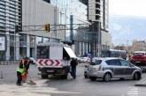 Катастрофа при НДК! Две коли в опасен сблъсък